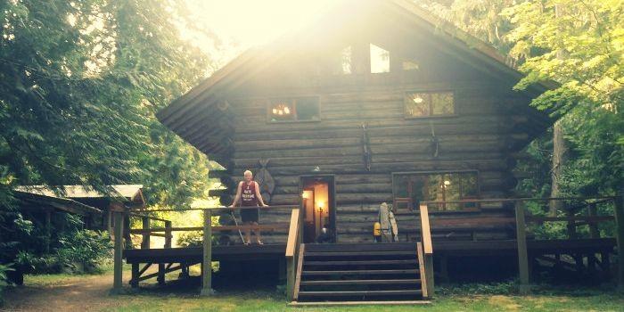 log cabin in Lake Alice, Falls City WA